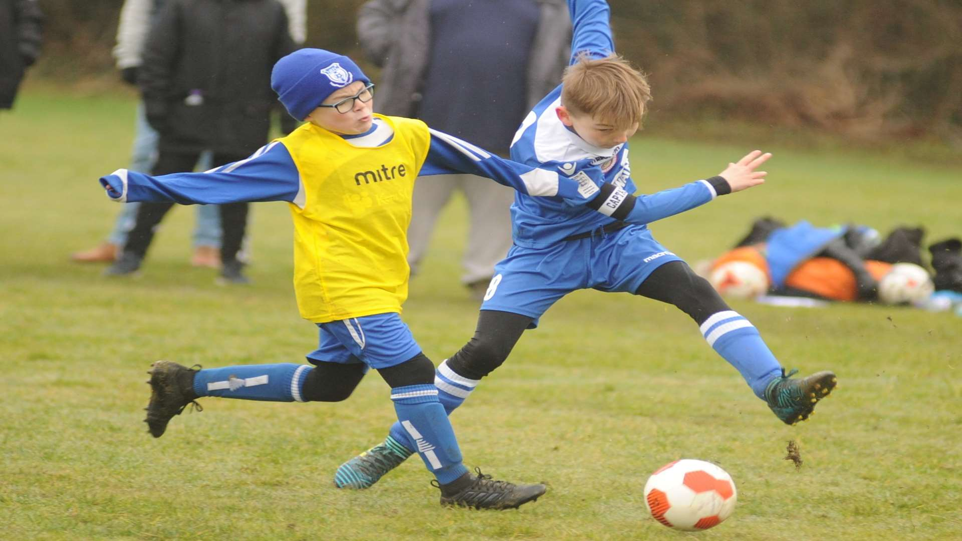 KFU Woodpecker and New Road under-9s battle it out Picture: Steve Crispe