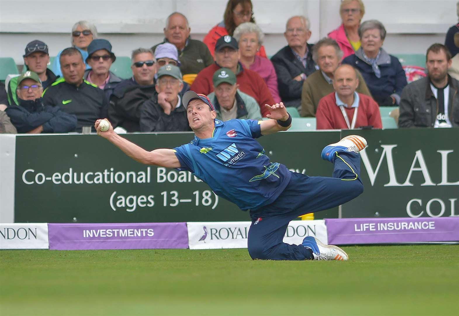 Kuhn's century sees Kent through to final