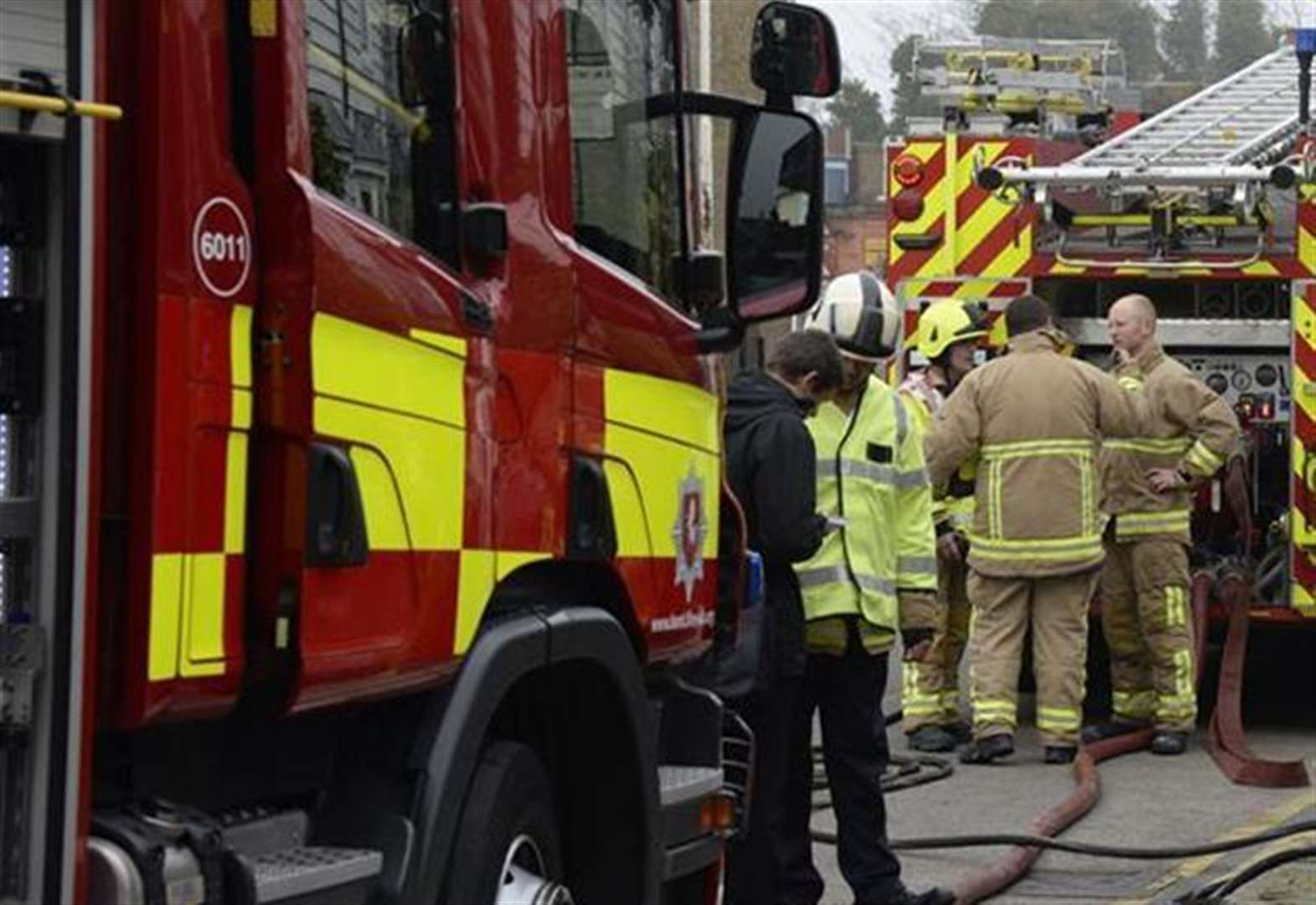 Crews tackle flat fire