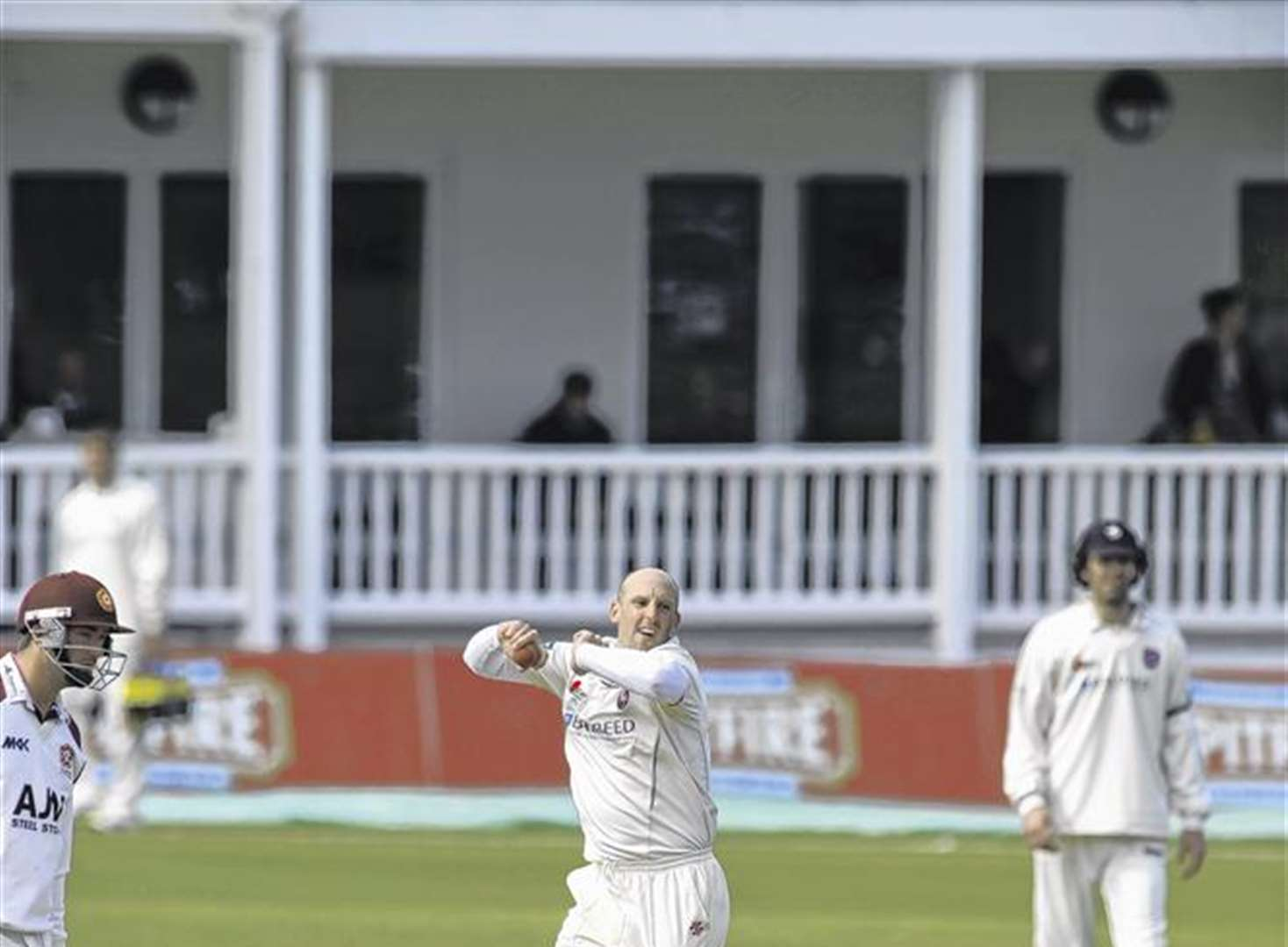 Tredwell earns England contract