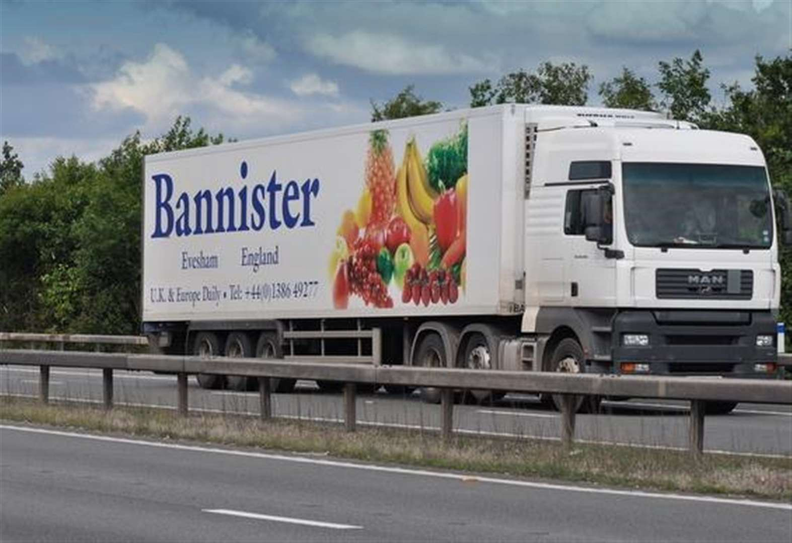 Lorry Crashes into motorway safety barrier