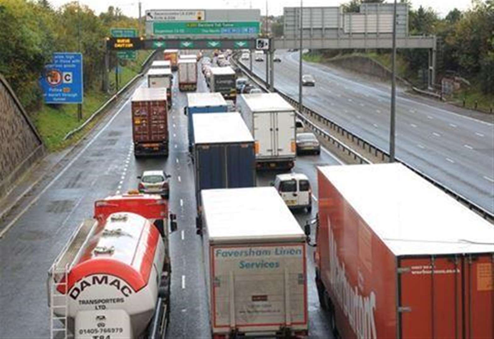 Broken down vehicle blocks Dartford Crossing