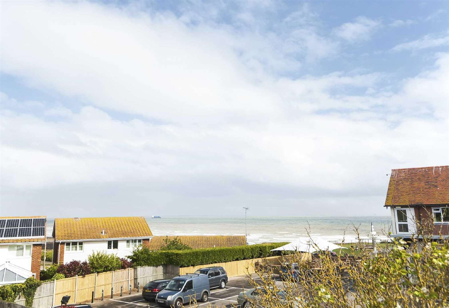 Buyers pay £100k more for sea view