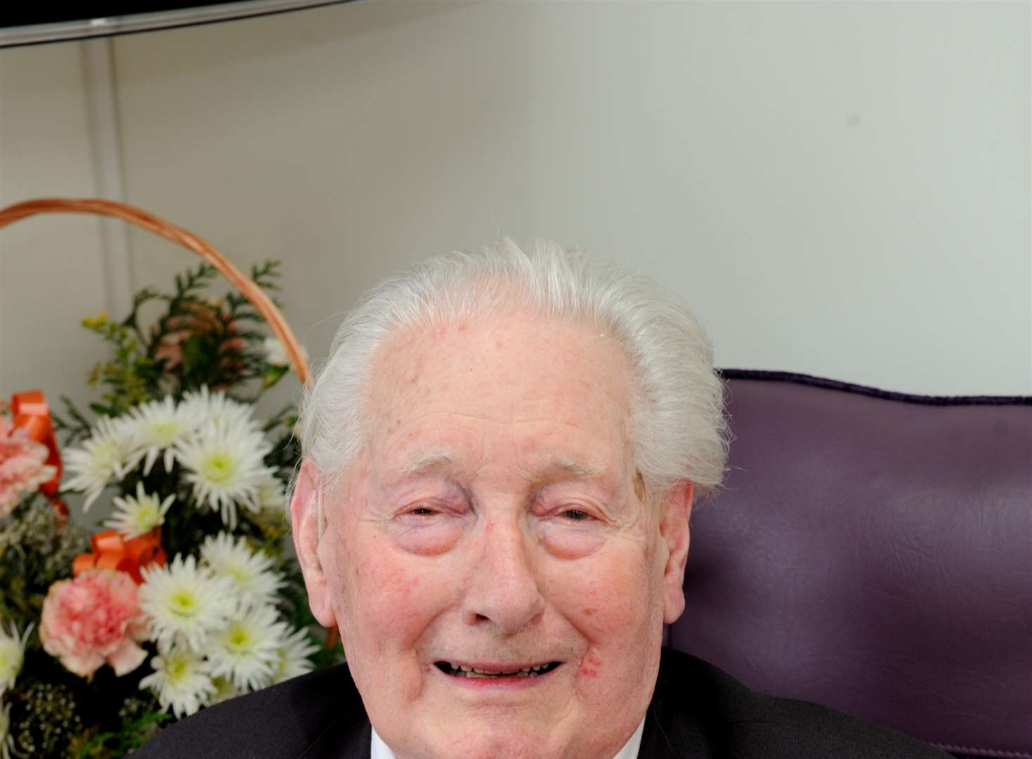 Hero of Dunkirk and Normandy dies at 94