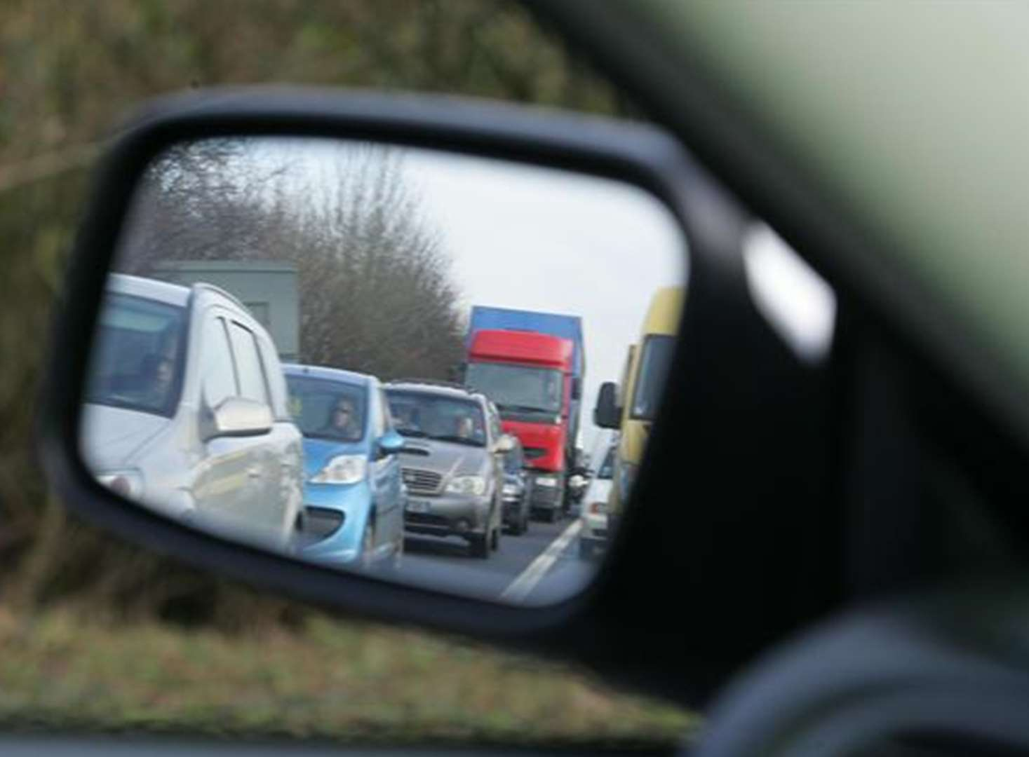 Part of M20 closed after crash