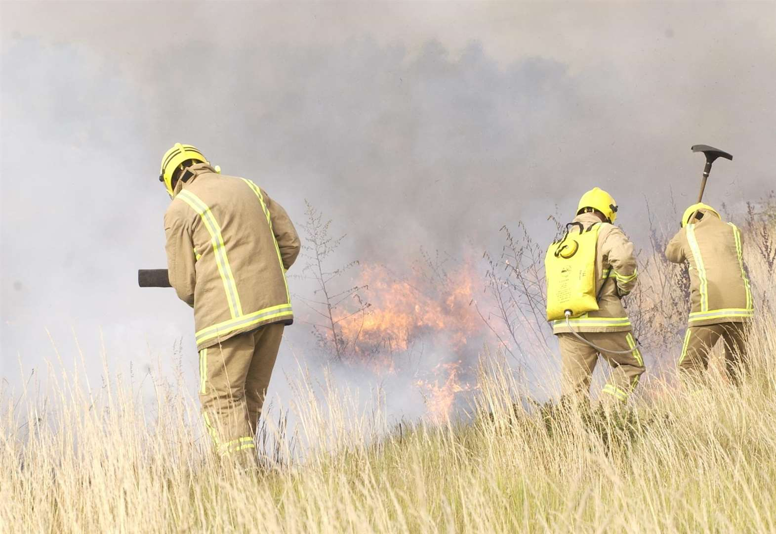 Grassland fire rages for several hours