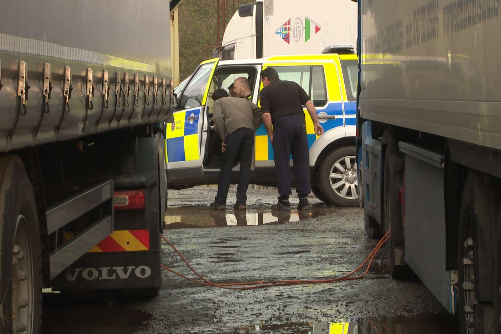 Gordon Henderson is calling on tougher penalties for lorry drivers that park on the roadside