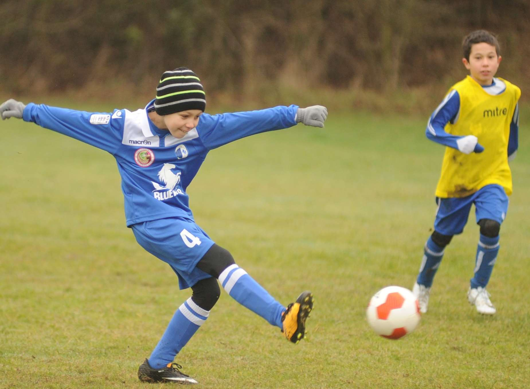 KFU Woodpecker under-9s try their luck against New Road Picture: Steve Crispe