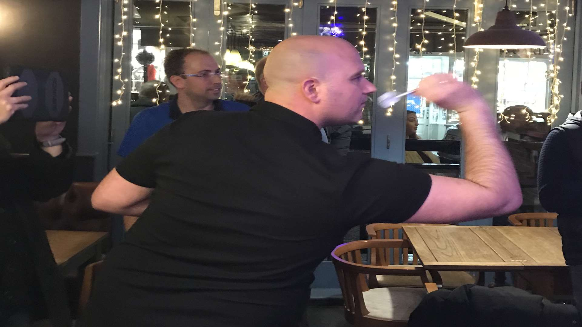 Rob Cross visited The Bedford to play a few legs.