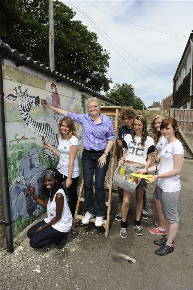 South Thanet MP Laura Sandys lends a helping hand to the Thanet group of the National Citizen Service as they rejuvenate the garden at the Ramsgate Artwise youth and community centre.