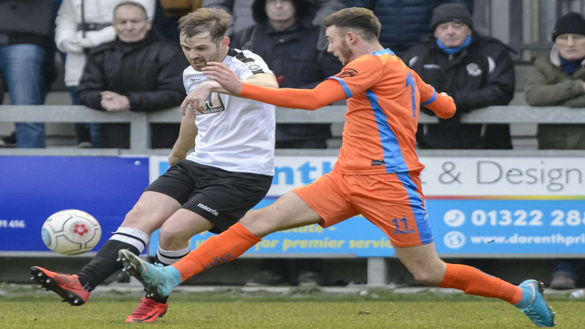 Dartford's Tom Murphy crosses from the left wing. Picture: Andy Payton