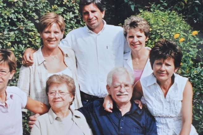 Frank Foster, sitting at the front in a blue shirt, with his family. Picture: SWNS.com