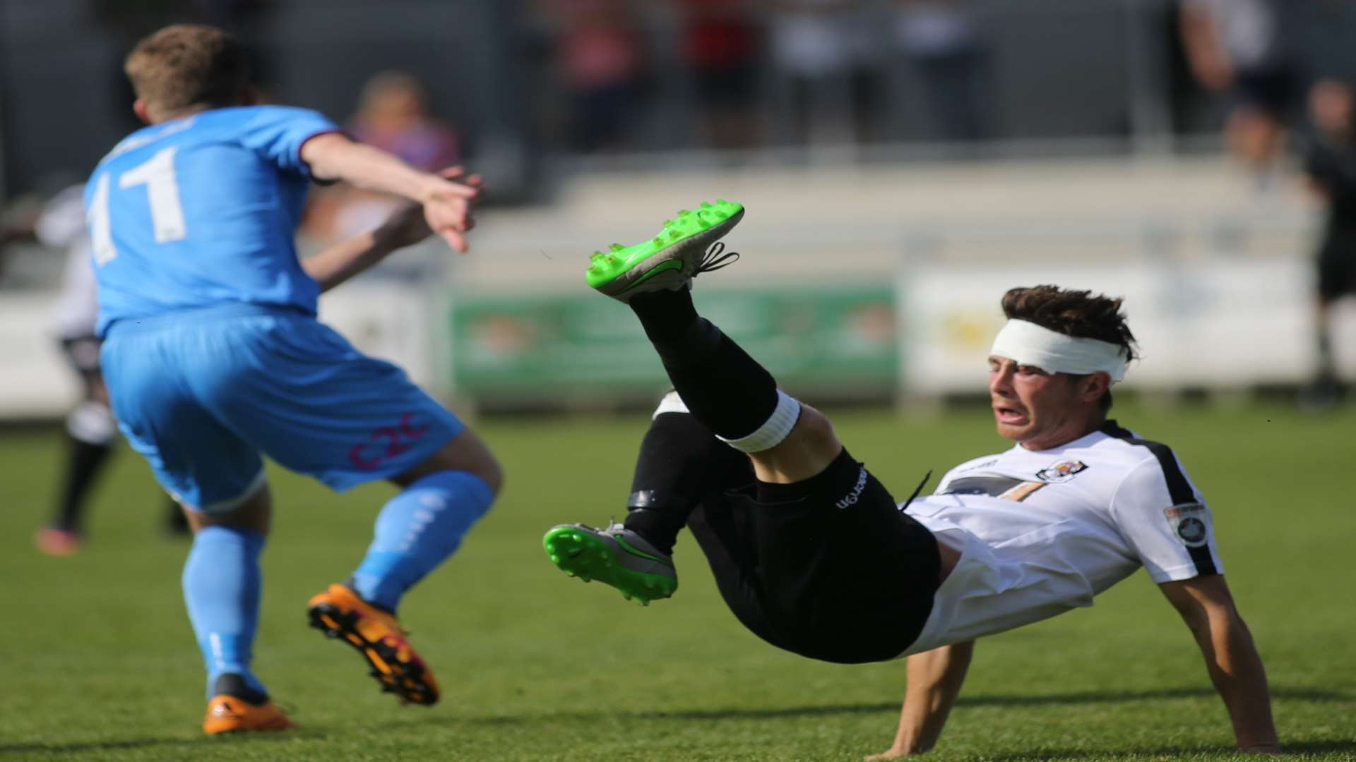 Lee Noble tries the spectacular for Dartford against East Thurrock. Picture: John Westhrop