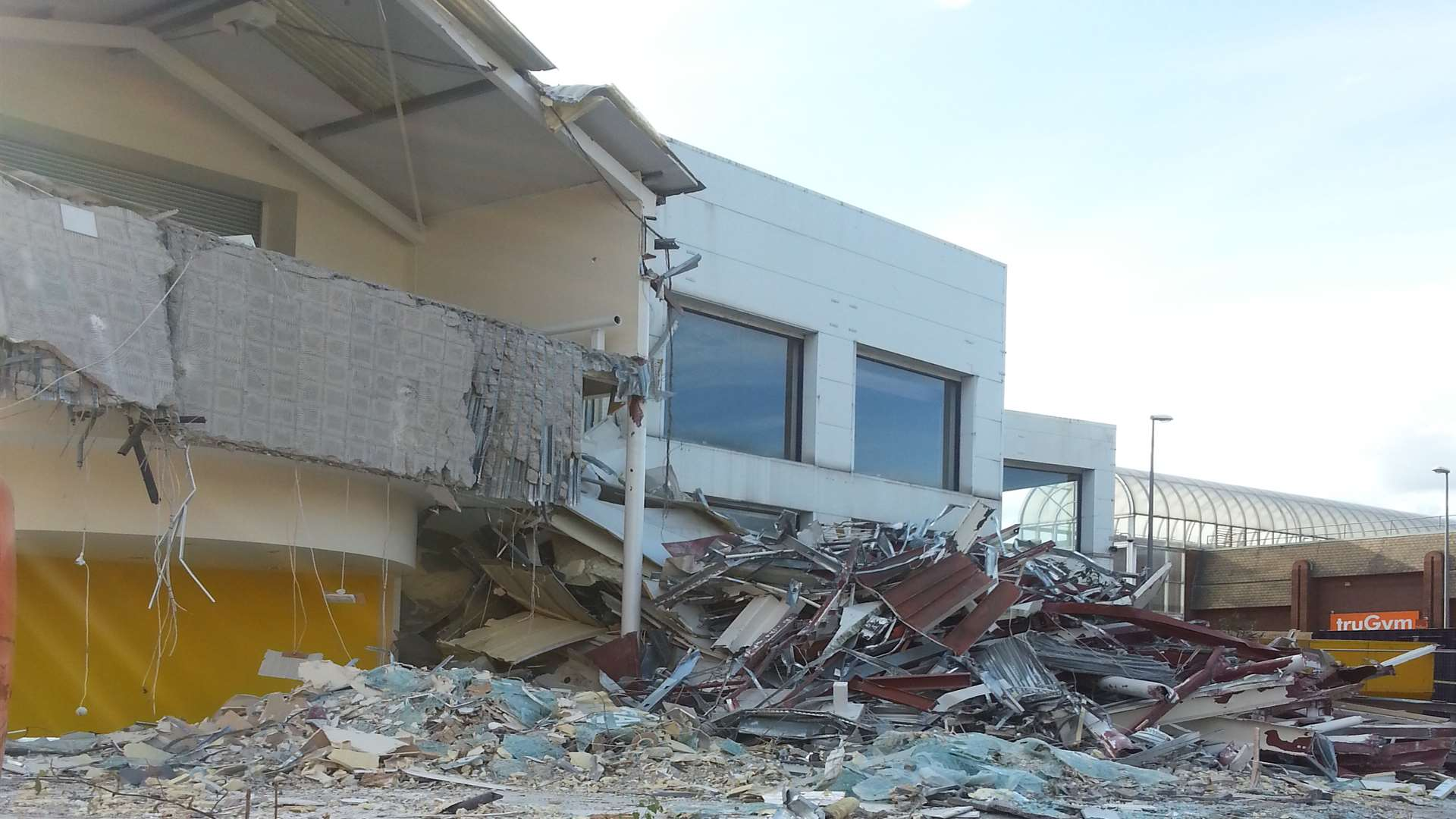 The former Renault garage on the corner of Barker Road and Tonbridge Road comes tumbling down