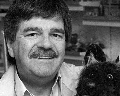 Tiswas star Bob Carolgees and Spit the Dog will be in panto in Sevenoaks