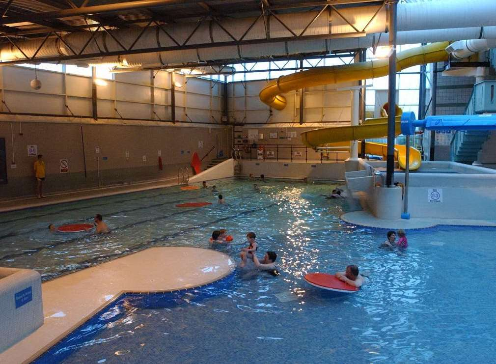 reports of dozens of young children being ill after going to splashes leisure pool rainham