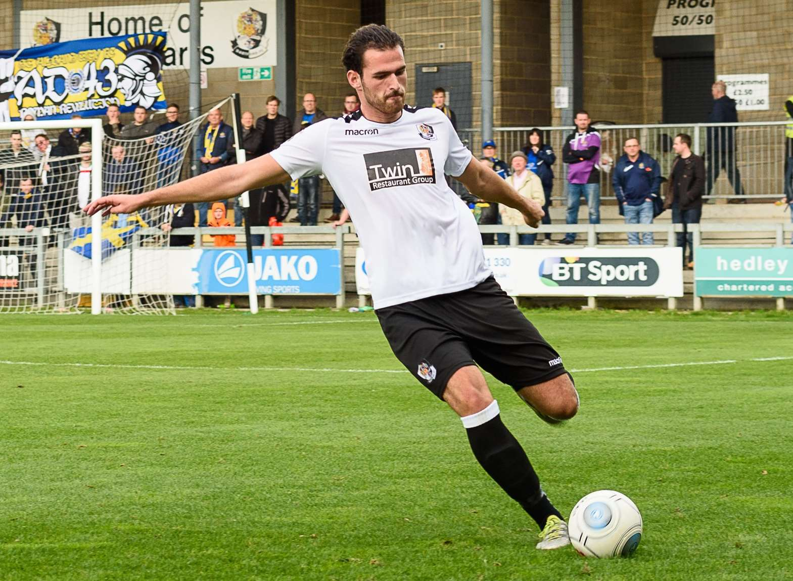 Dartford centre-half Ronnie Vint Picture: Tony Jones