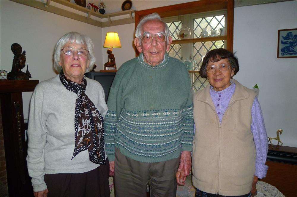 Beryl Martin reunited with her first boyfriend Les Hogan and his wife Loy