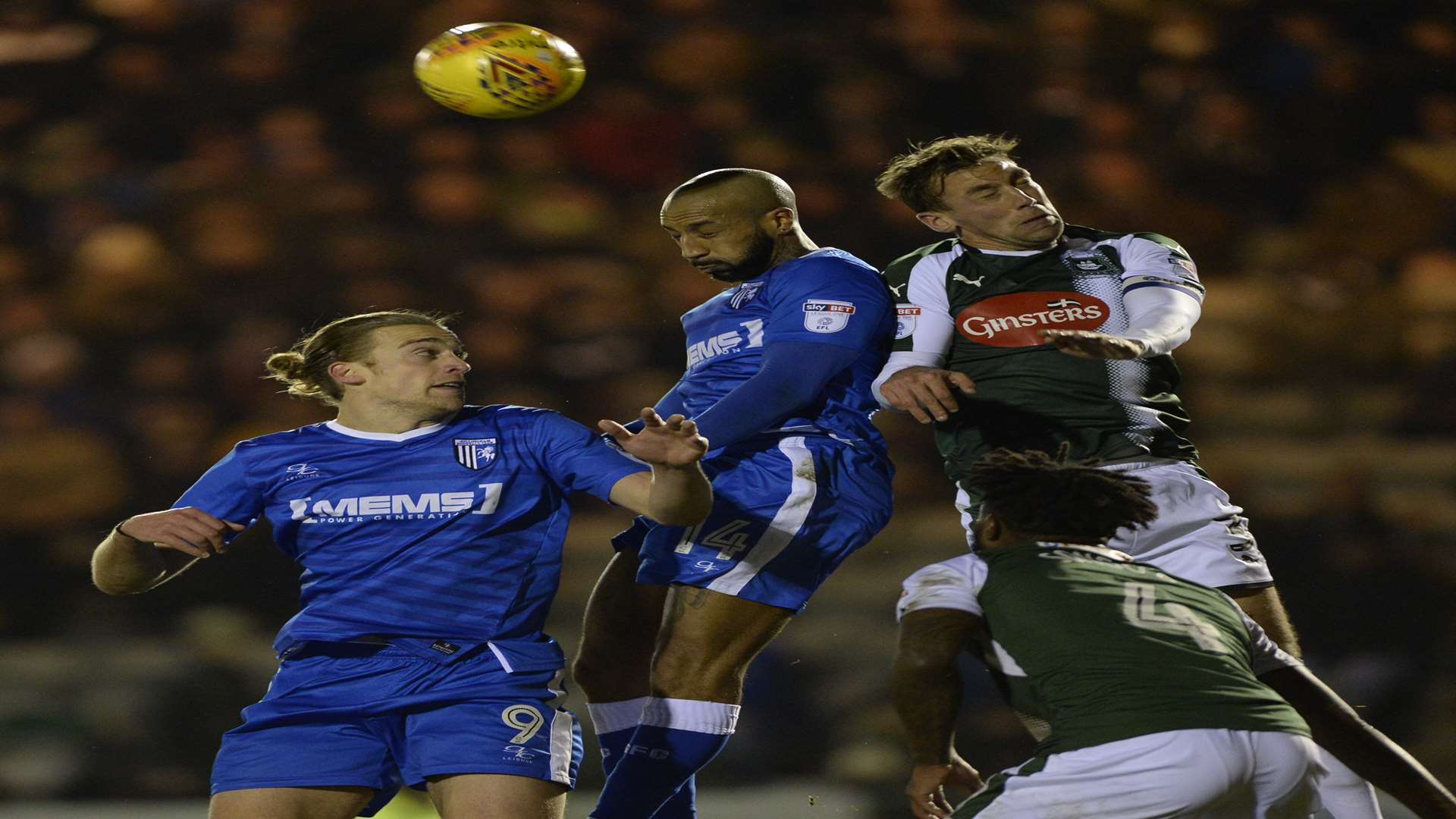 Gills do aerial battle late on Picture: Ady Kerry