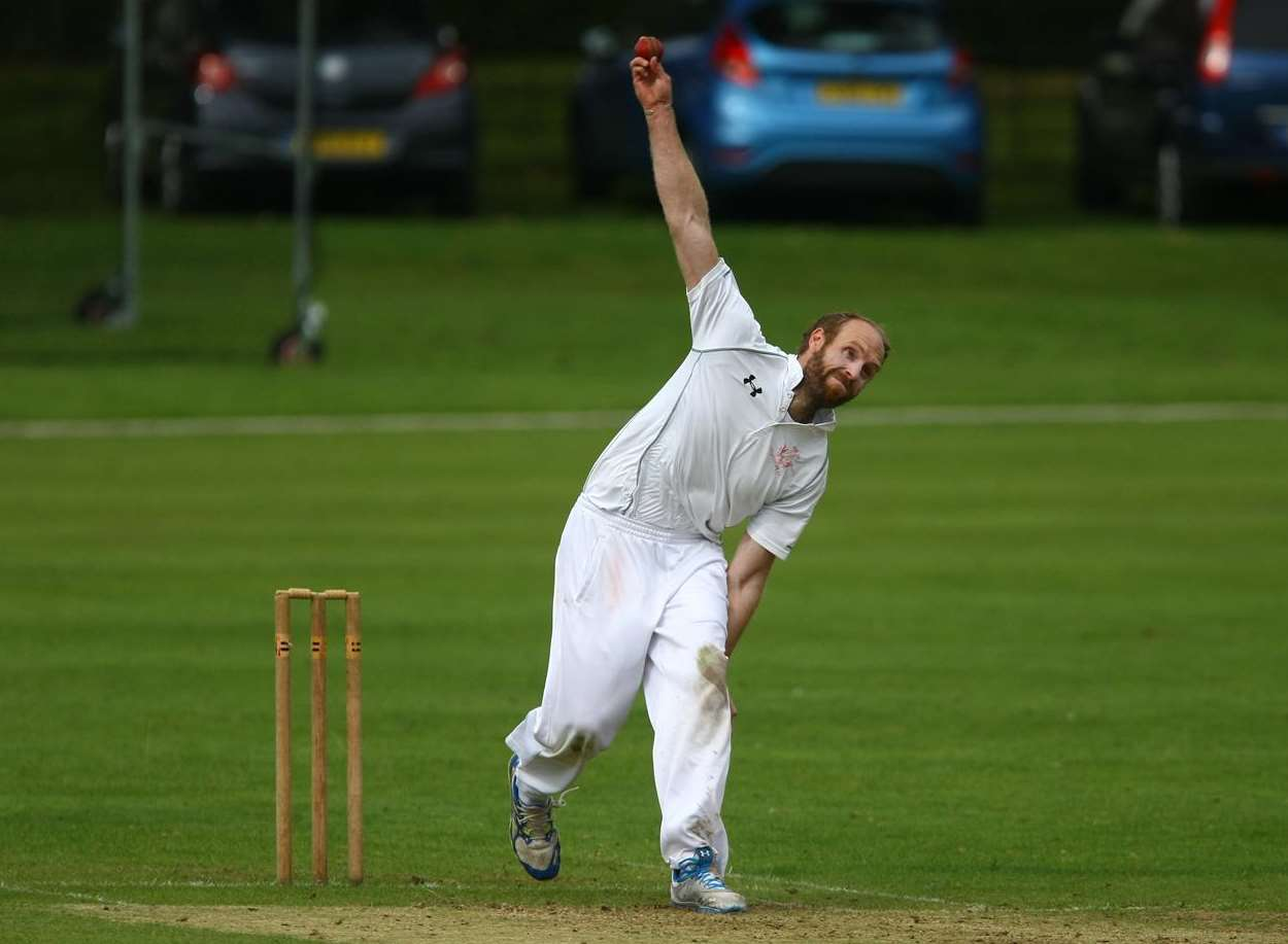 Andy Bray bowling for Folkestone against Sibton Park Picture: Matt Bristow