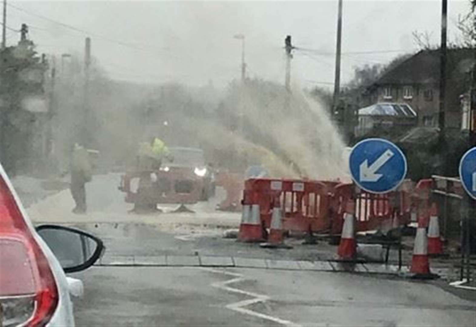 Road floods after pipe bursts
