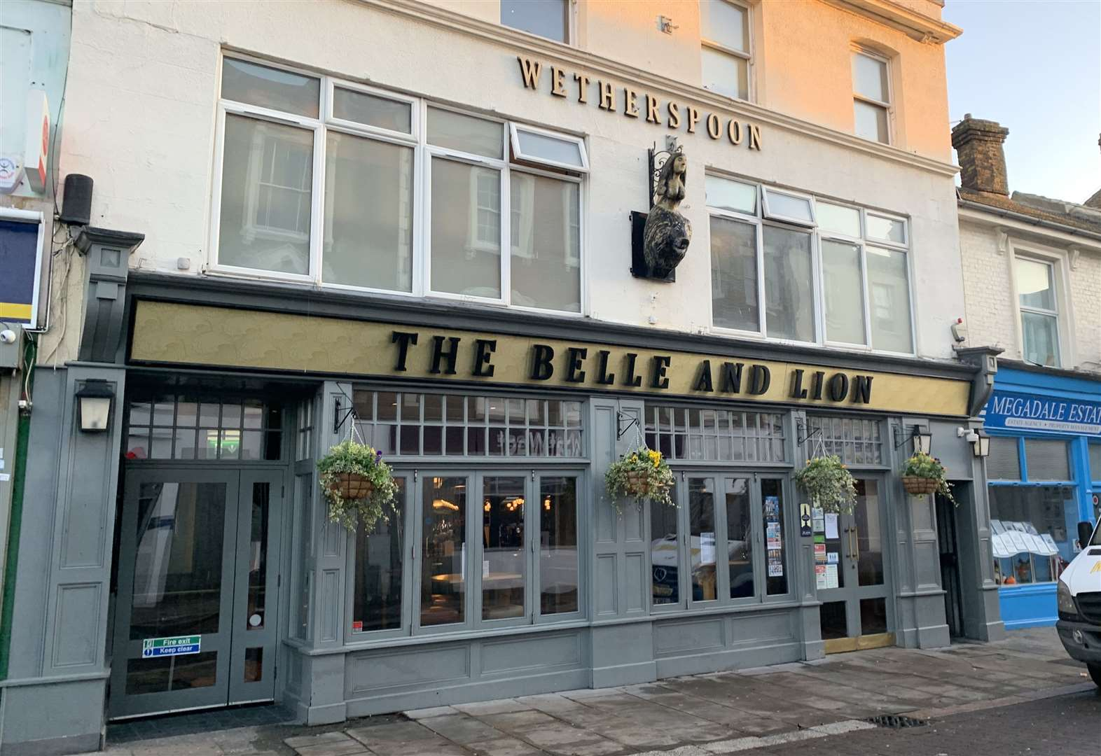 Wetherspoon closed after mice spotted