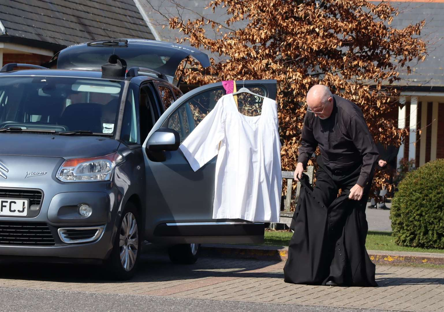 Priest had to change in car park because of new crematorium funeral rules