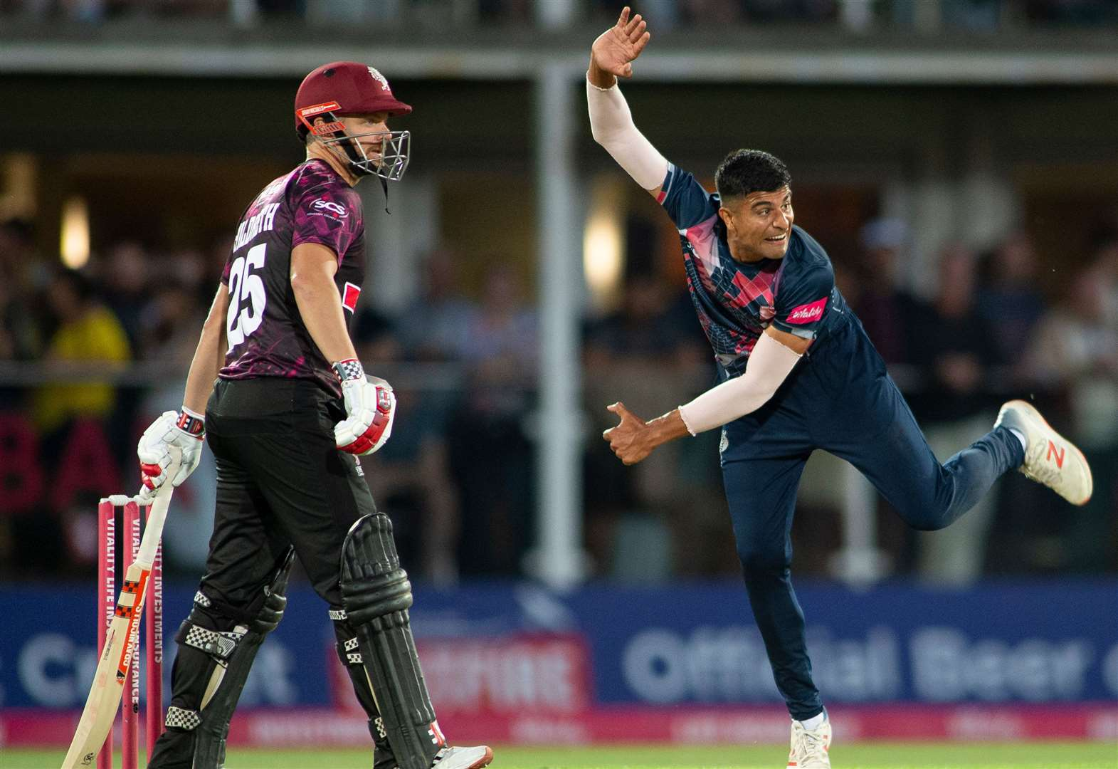 Qayyum signs Kent deal