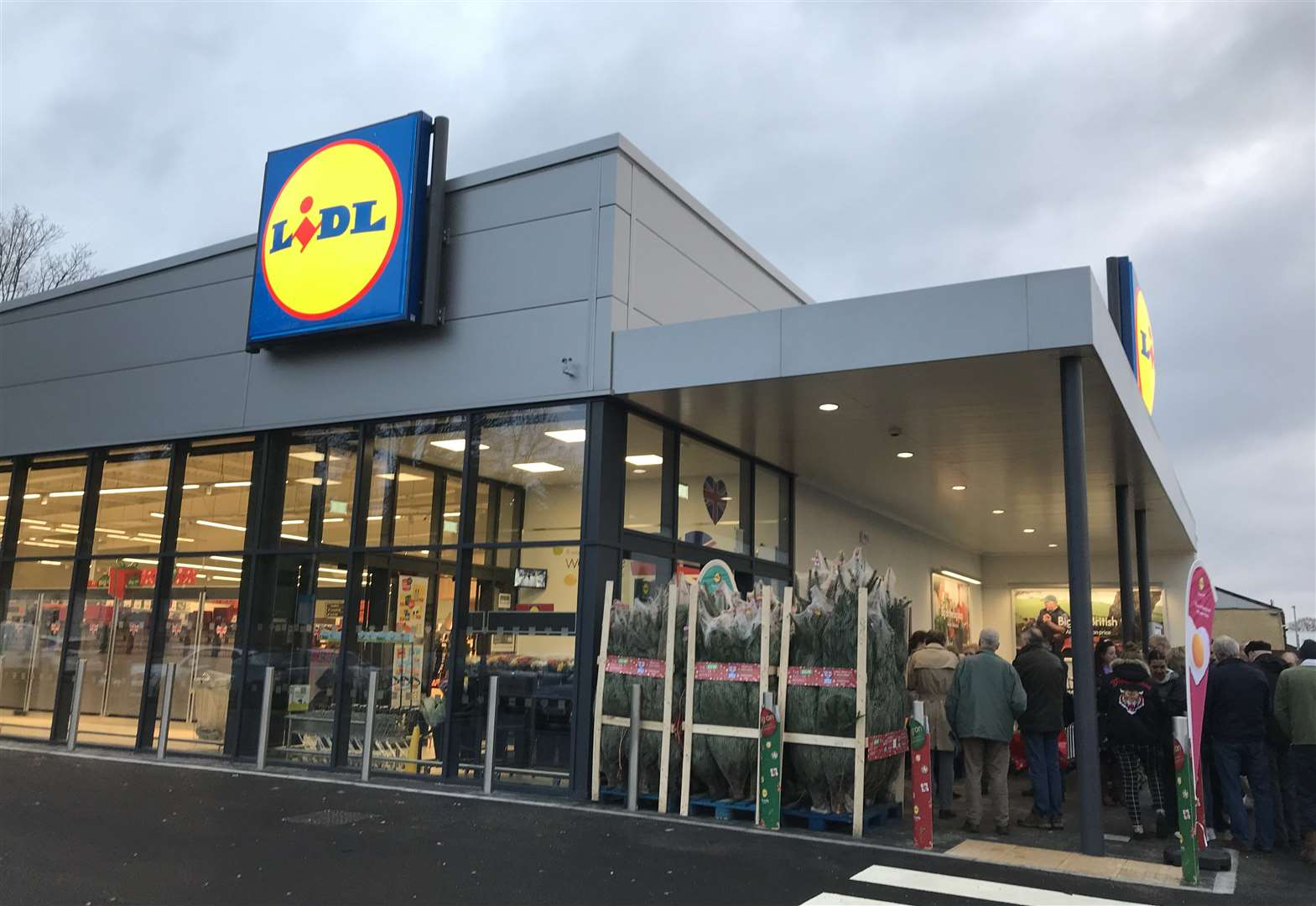 Shoppers keen for a Lidl bargain