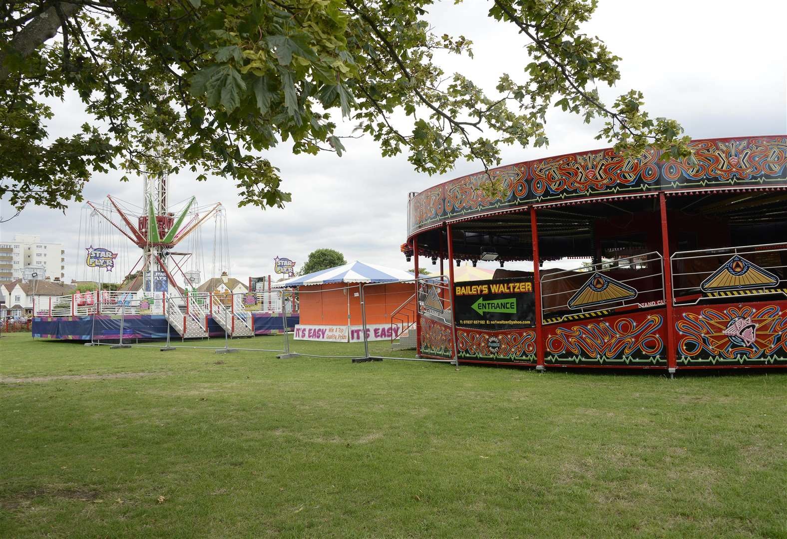 Fair's offer goes ahead despite crime fears