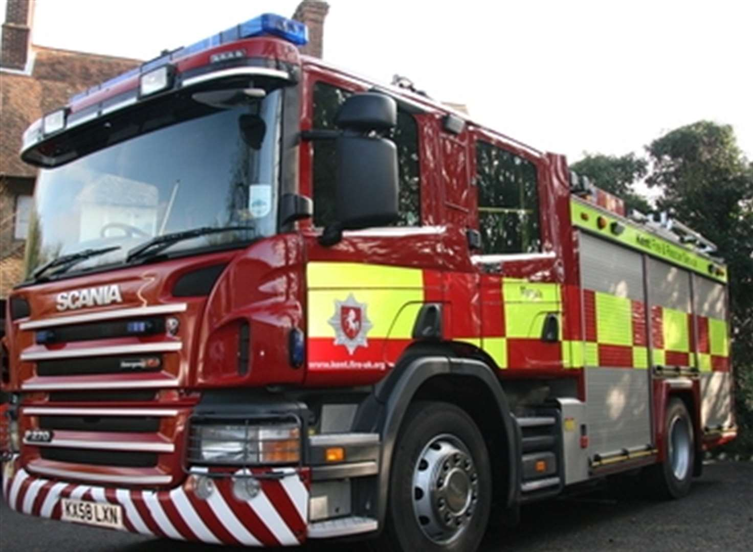Shed fire spreads to neighbouring gardens