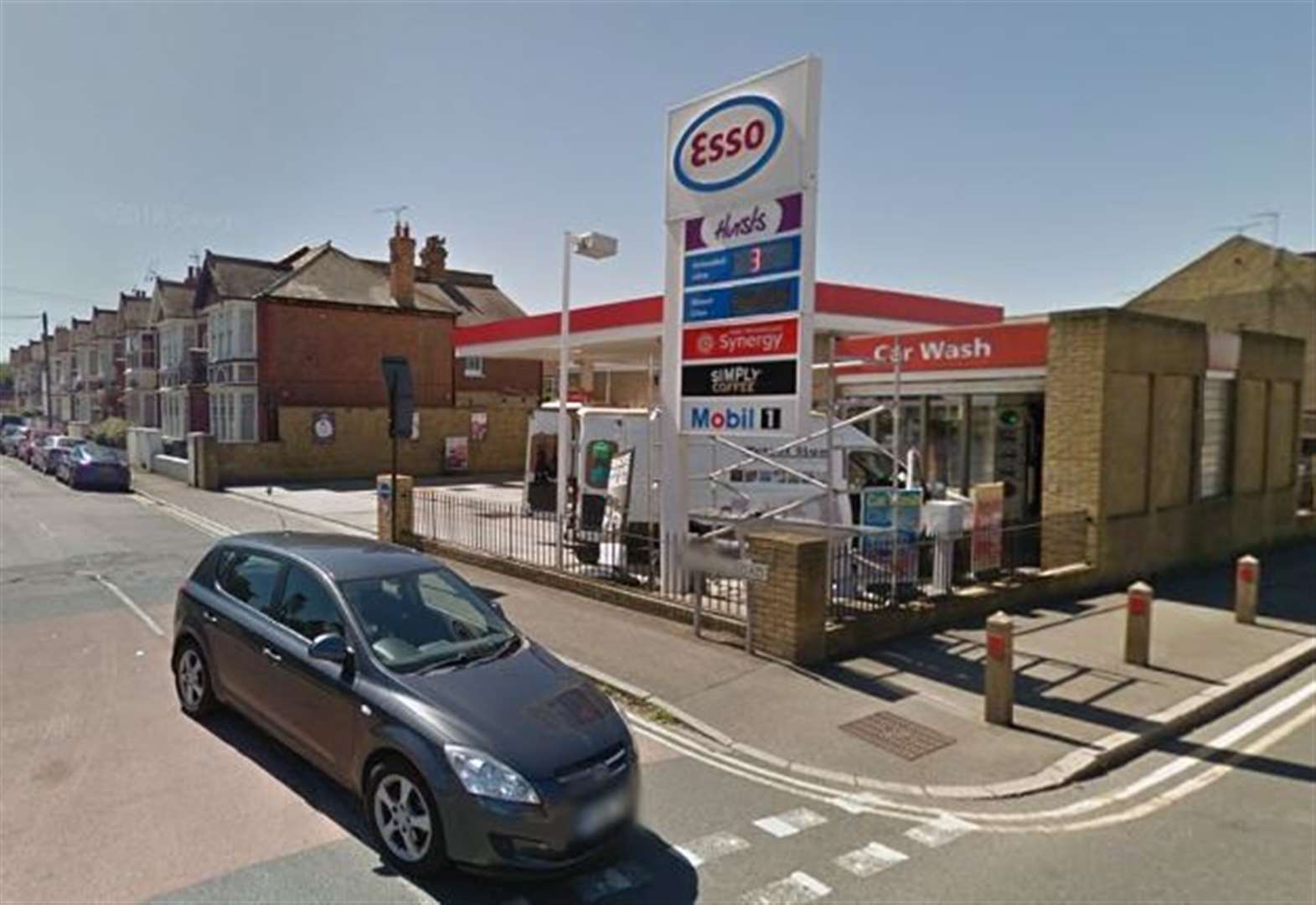 Manhunt after late-night petrol station raid