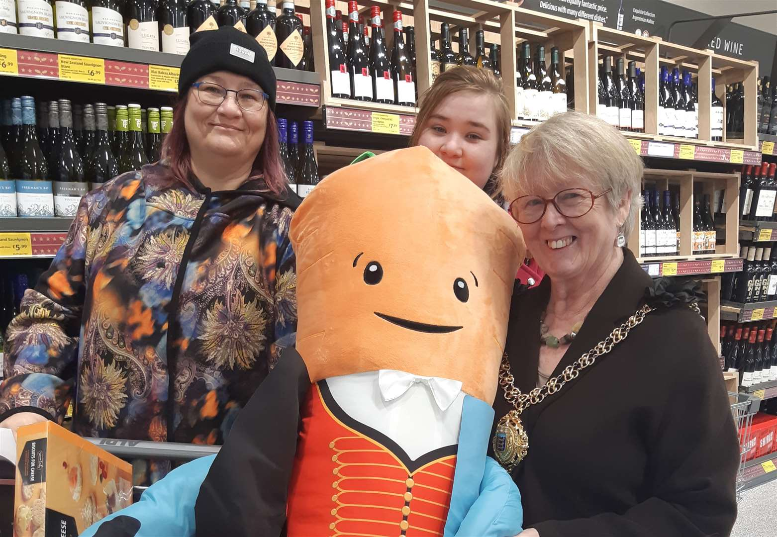 Race for Kevin the Carrot as new Aldi store opens