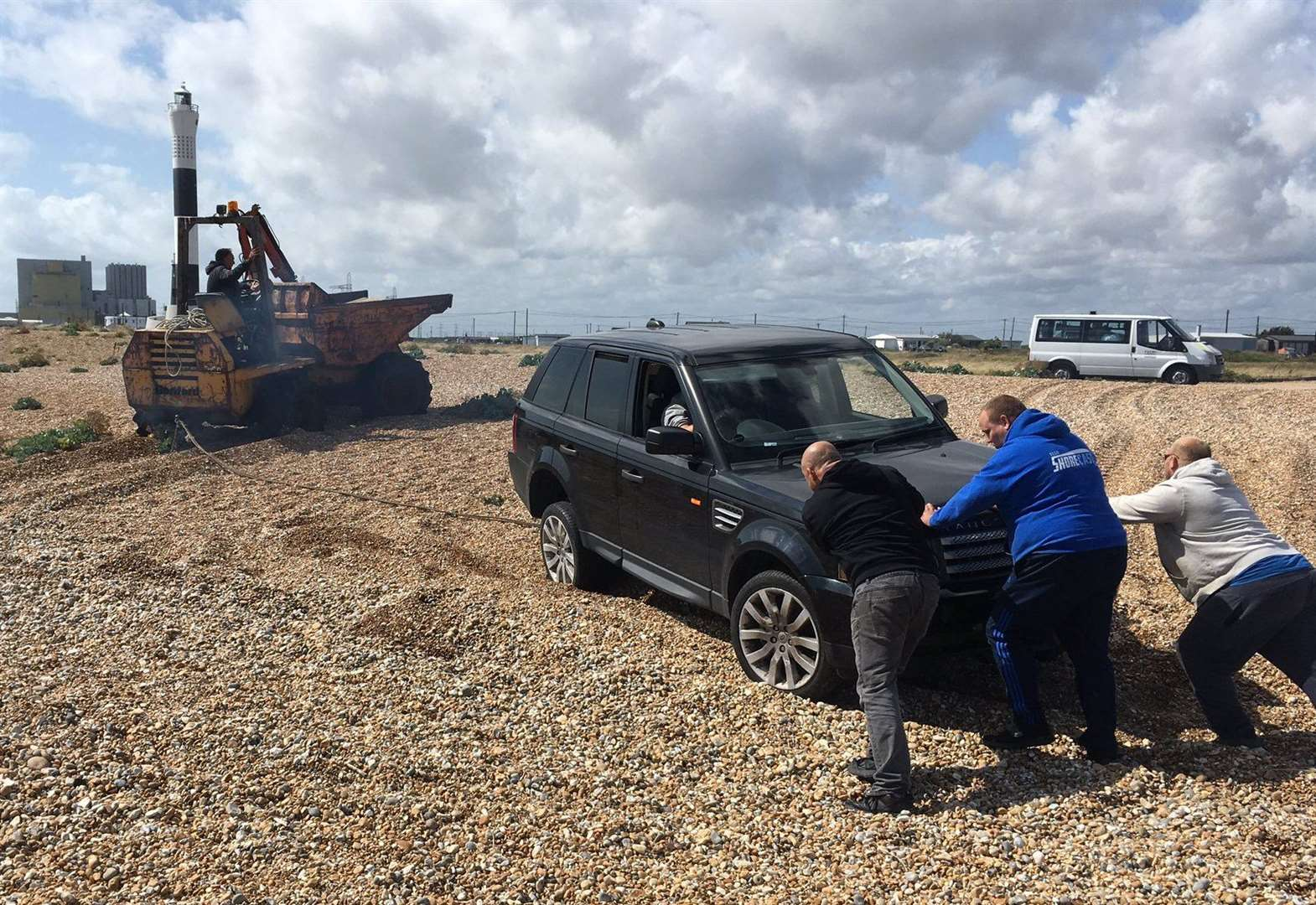 4x4 rescued after getting stuck in shingle