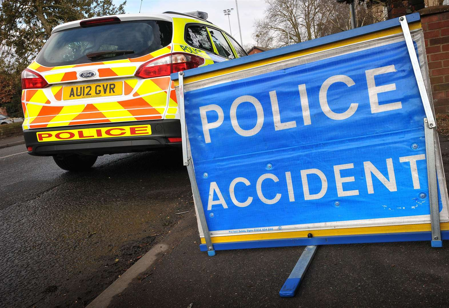 Emergency services called to two car crash