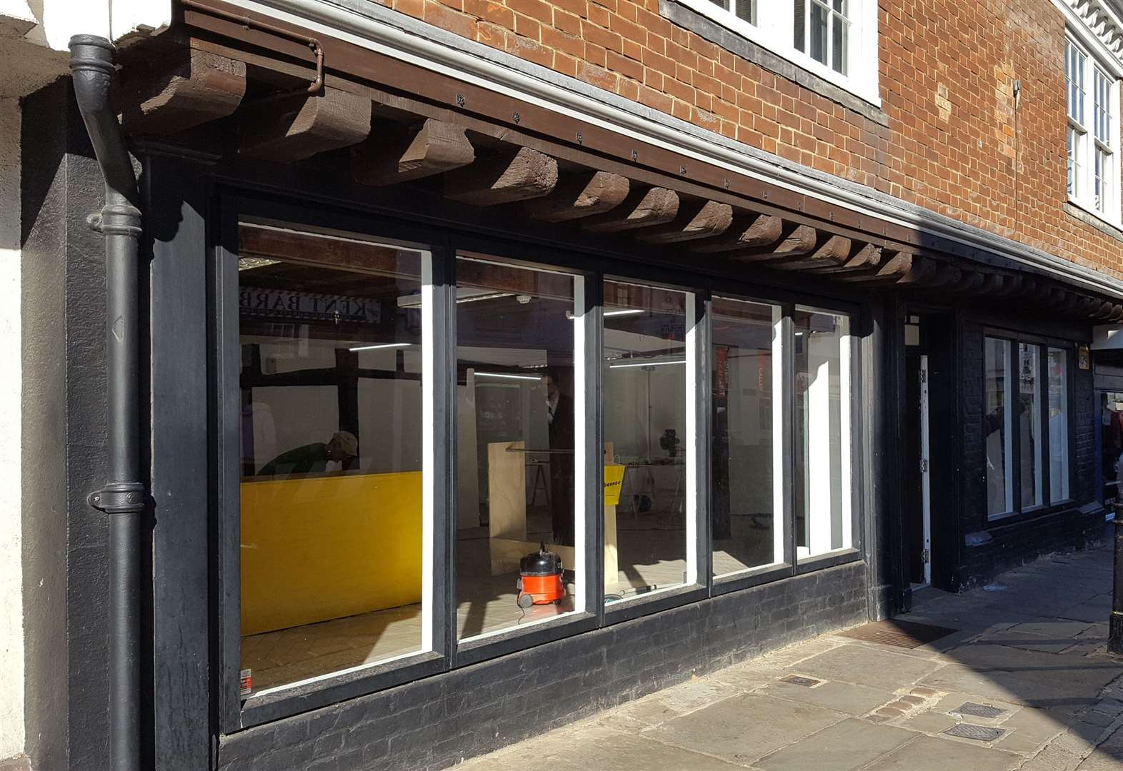 New clothing shop to open in high street
