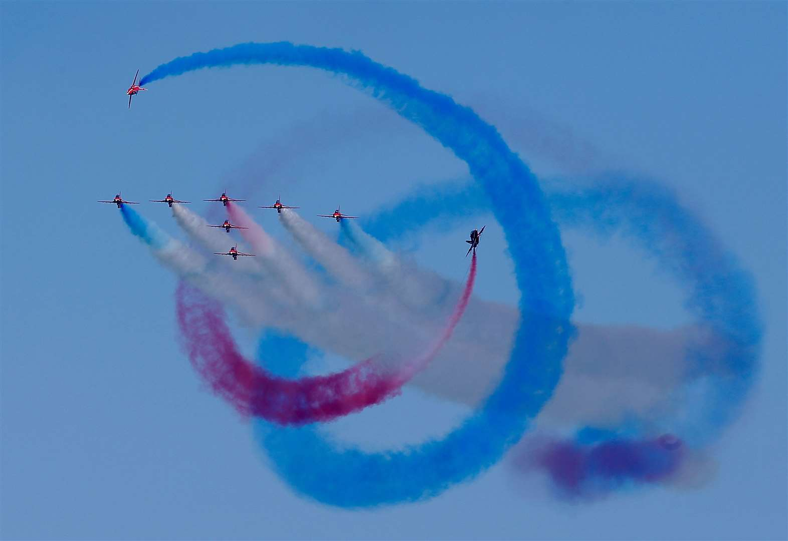 Red Arrows wow crowds with stunning display