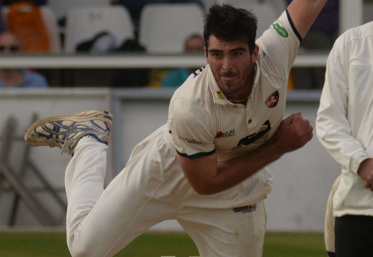 All-rounder signs new Kent deal