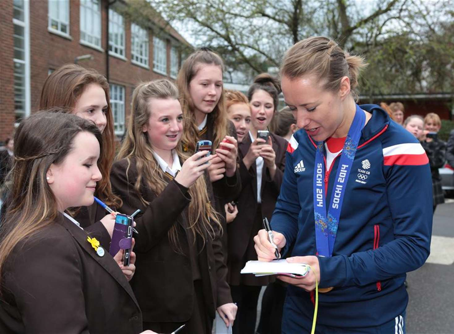 VIDEO: Lizzy Yarnold visits former school