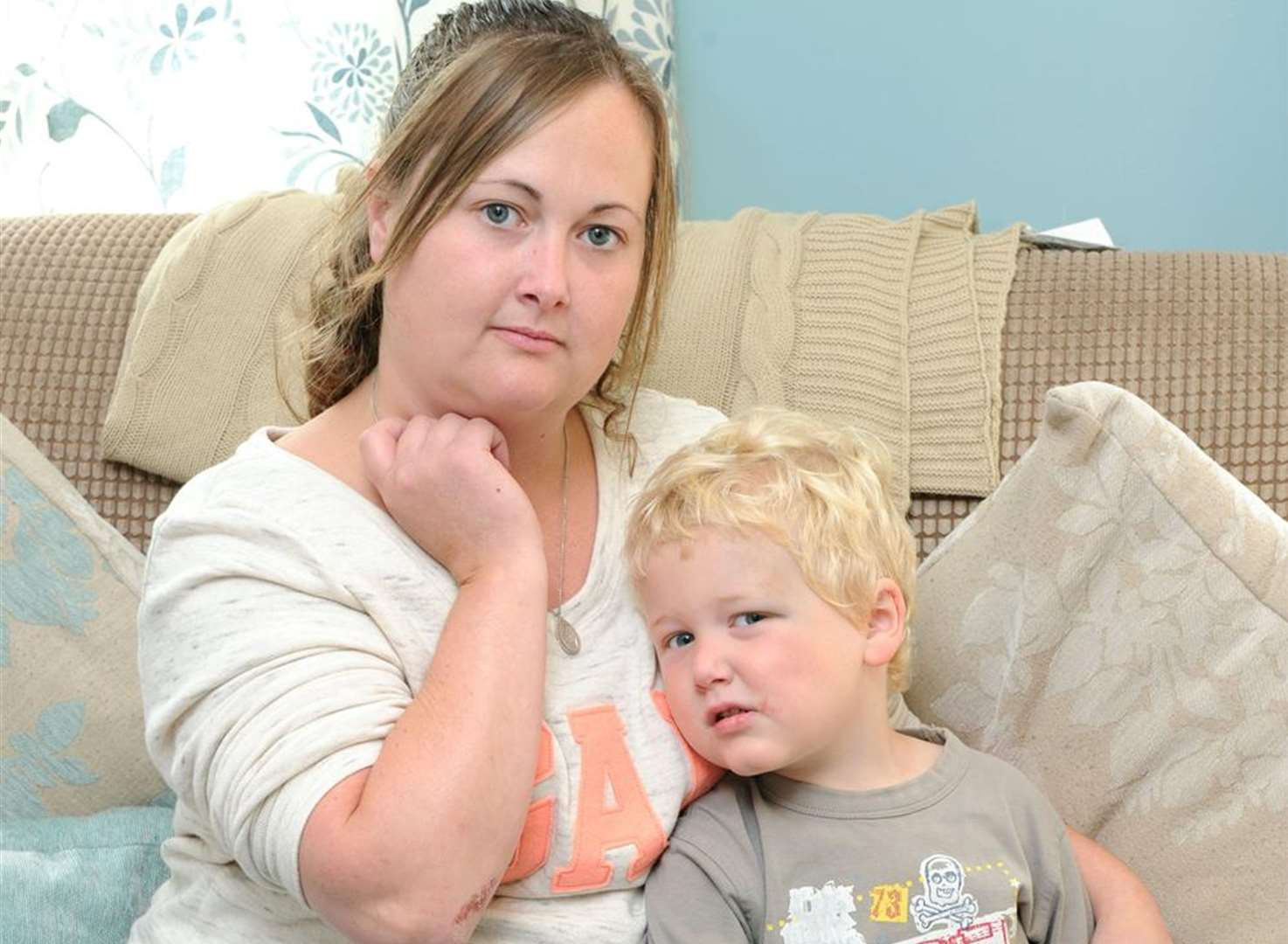 Motorists ignore injured mum