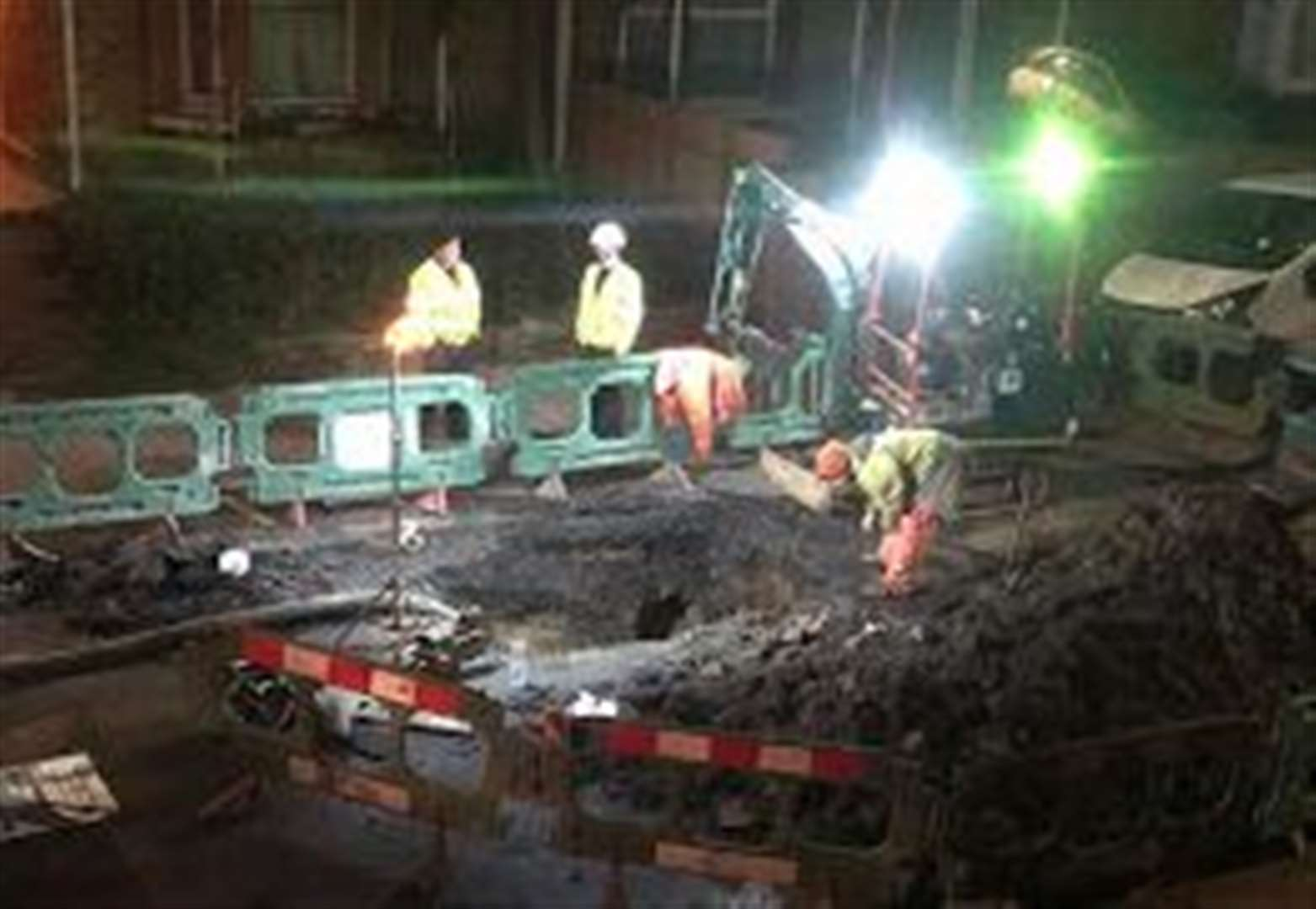 Roads remain shut after burst pipes fixed