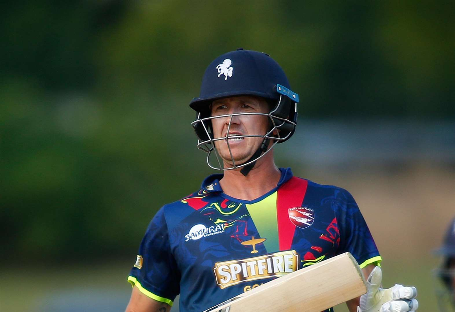 Kent win T20 opener in thriller at Surrey