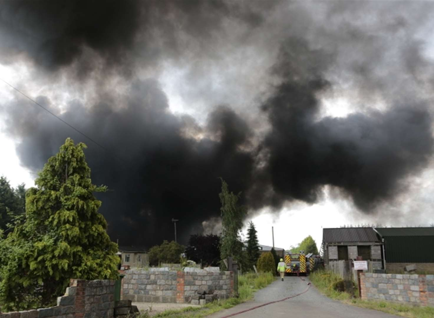 Video: Firefighters tackle large fire at farm buildings