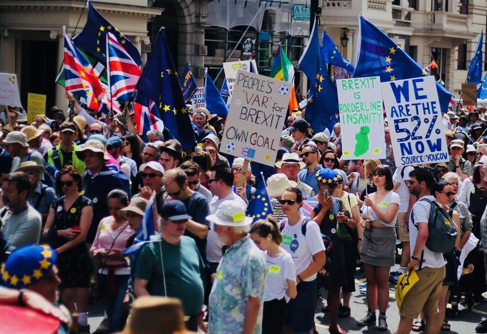 Hundreds of thousands join Brexit march