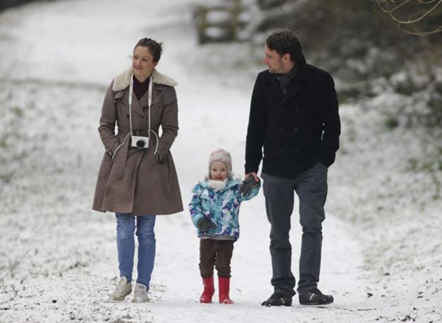 Snow starts to fall in towns and villages