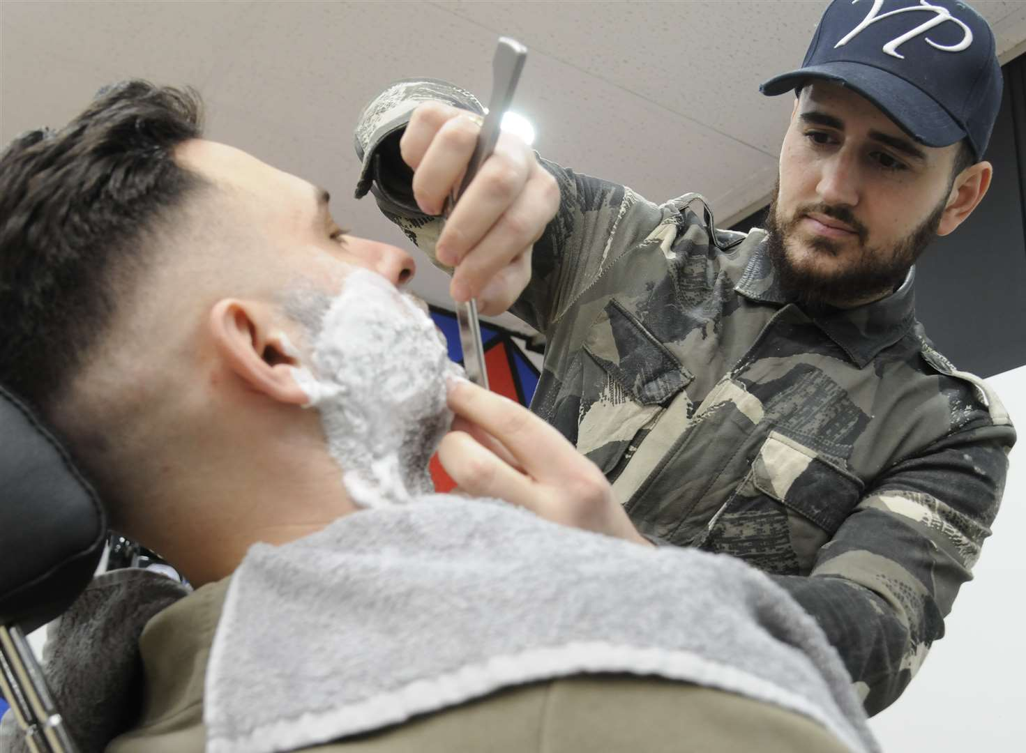 Top barber Salih goes face-to-face in wet shave contest