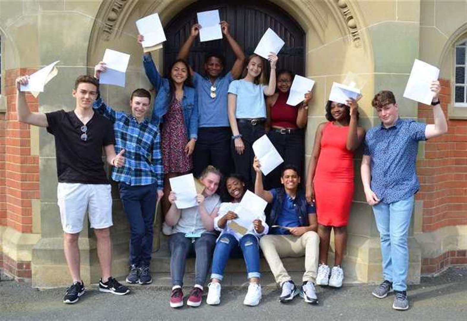 Students pick up GCSE results