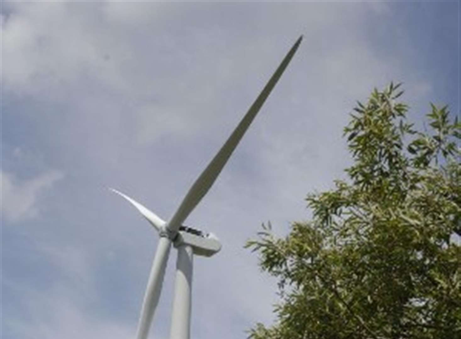 First turbine blades installed