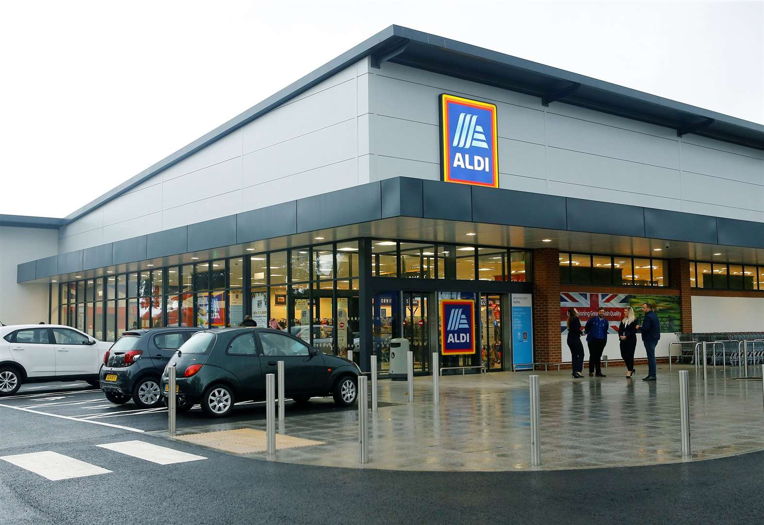 New Aldi opens its doors