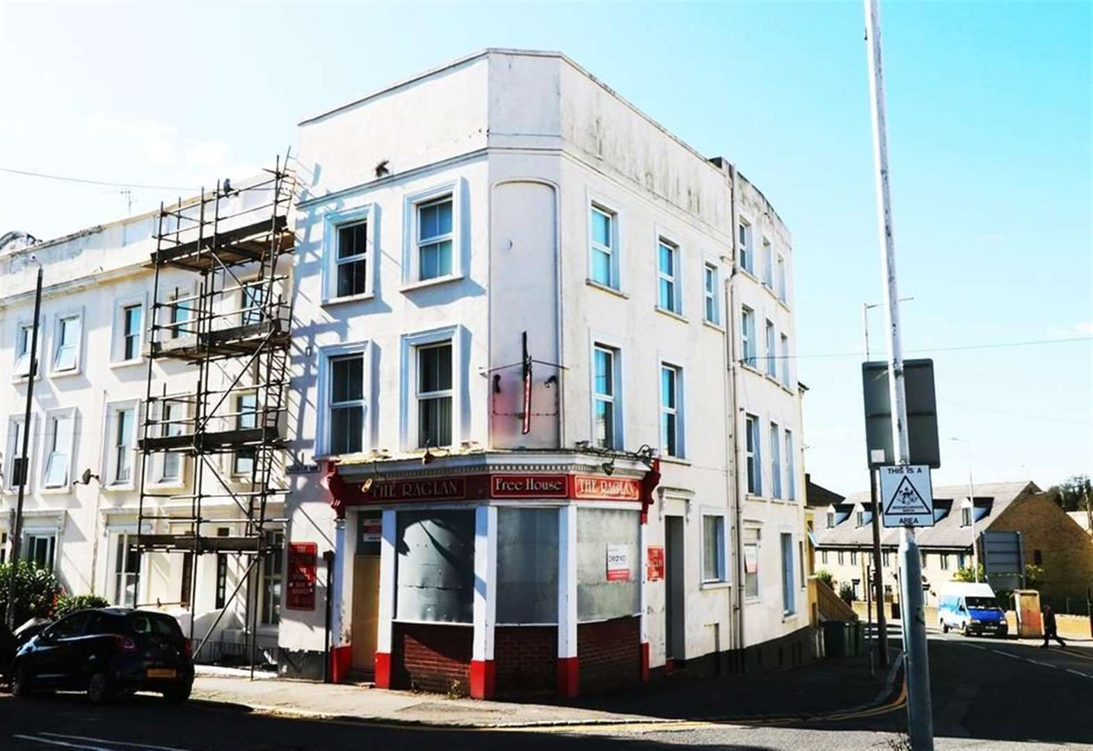 Vacant pub goes on sale
